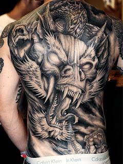 Tatuagens masculinas de dragão nas costas