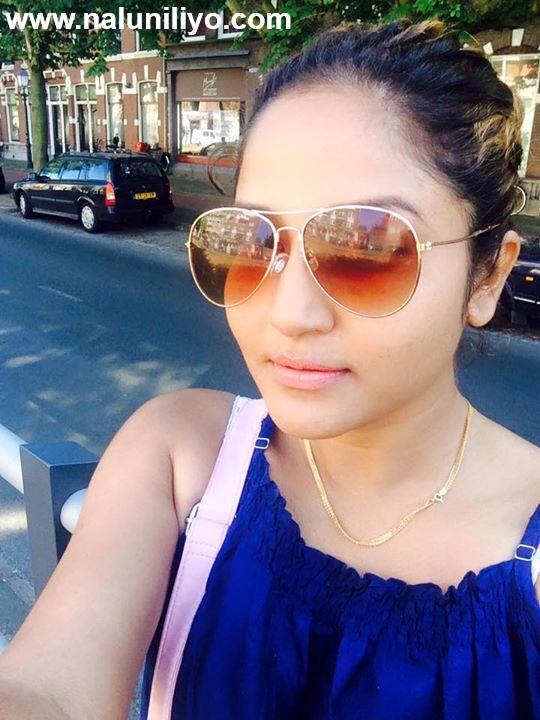Sexy Lochana Imashi selfie