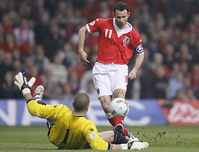 Ryan Giggs - Wales National Team (3)