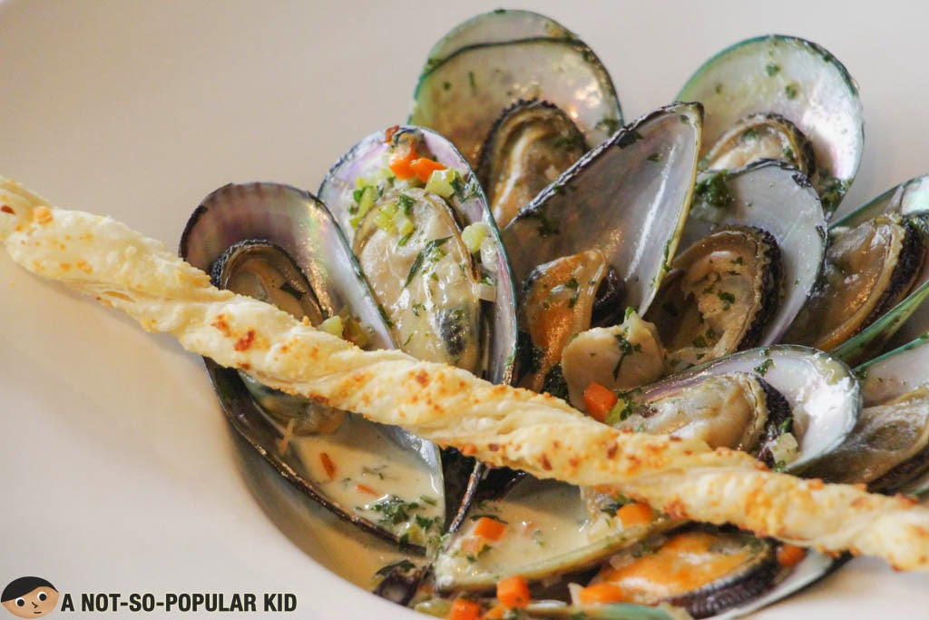 Visually enticing steamed mussels for seafood lovers