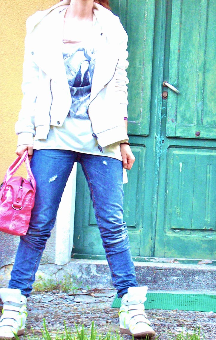 lemarè sneakers, sneakers maranti, italian fashion bloggers, outfit blog, spory glam outfit, pink bag, purple denim idenitity, neon colors accessories, ripped jeans,