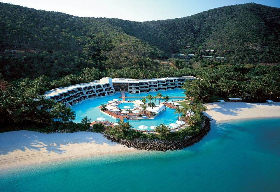 Most beautiful islands whitsunday islands hayman for Top 5 resorts in the world