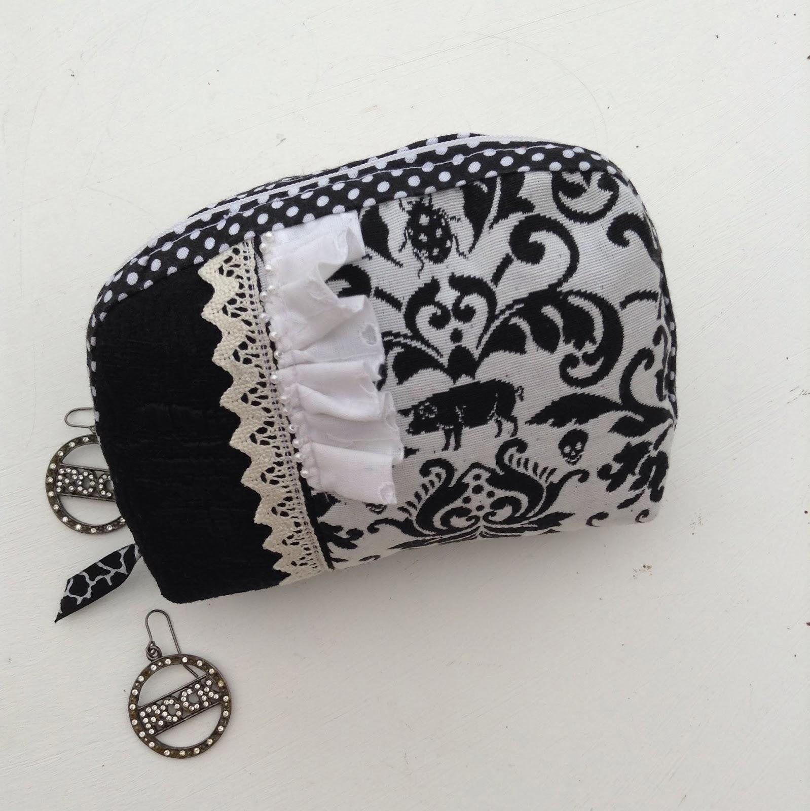 pochette noir et blanc tissu dentelle