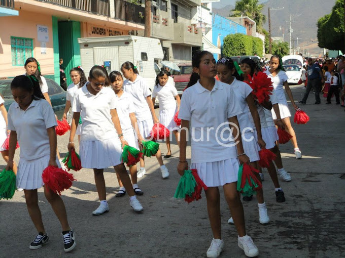 Imágenes del desfile del día de la Revolución  Mexicana en Irámuco (2011)
