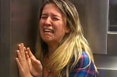 GHOST GIRL: SCARY ELEVATOR PRANK IN BRAZIL!