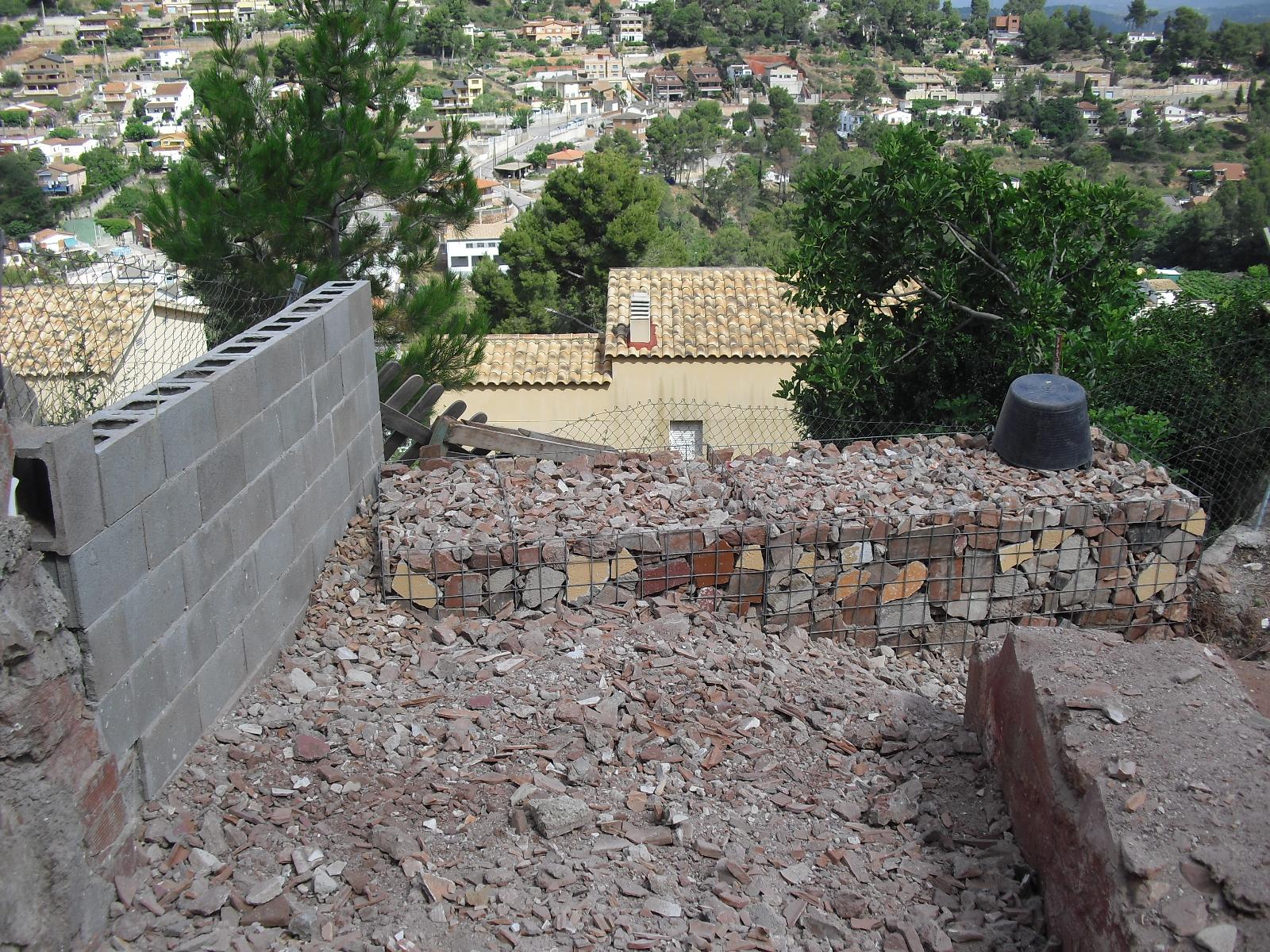 Nuestra casa contenedor gavi n esquina - Muros de gavion ...