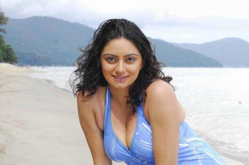 aadu aata aadu movie actress pics