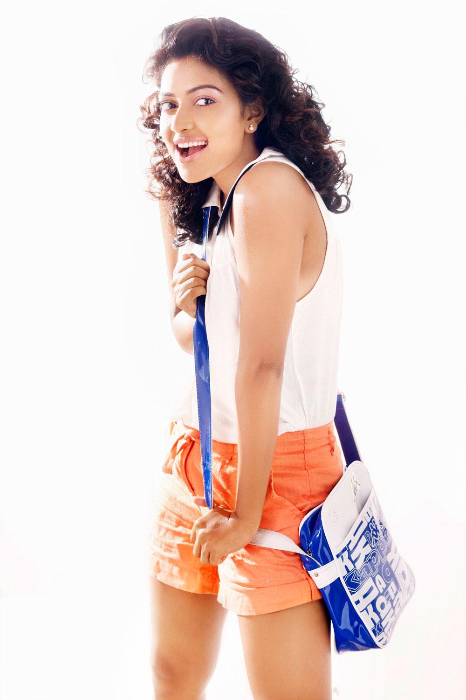 glamorous and hot Amala paul cute photos for magazine