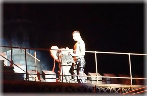 Lady Gaga vomita en pleno concierto - CANTANTE FAMOSA