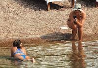 petenis cantik maria sharapova bikini seksi di pantai montenegro