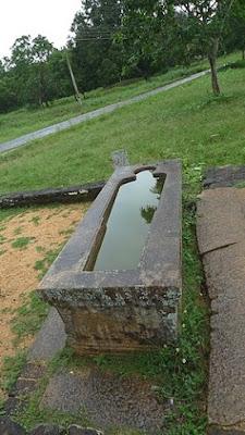 каменная ванна в Михинтале вырезана по форме человеческого тела, первый госпиталь на Земле, в истории