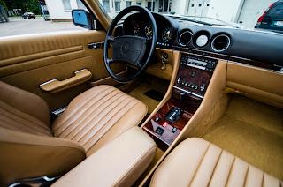 39 Mercedes-Benz 560SL R107 1988
