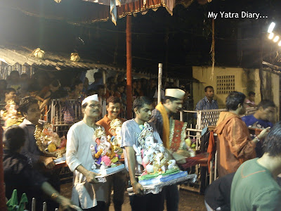 People bringing Ganesha idols for Ganesh Visarjan in Mumbai