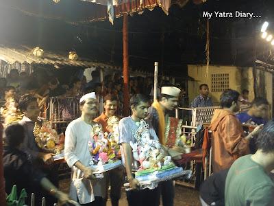 People bringing Ganesha idols for Ganesh Visarjan in Mumbai