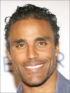 Rick Fox Follows Geno&#39;s World on Twitter