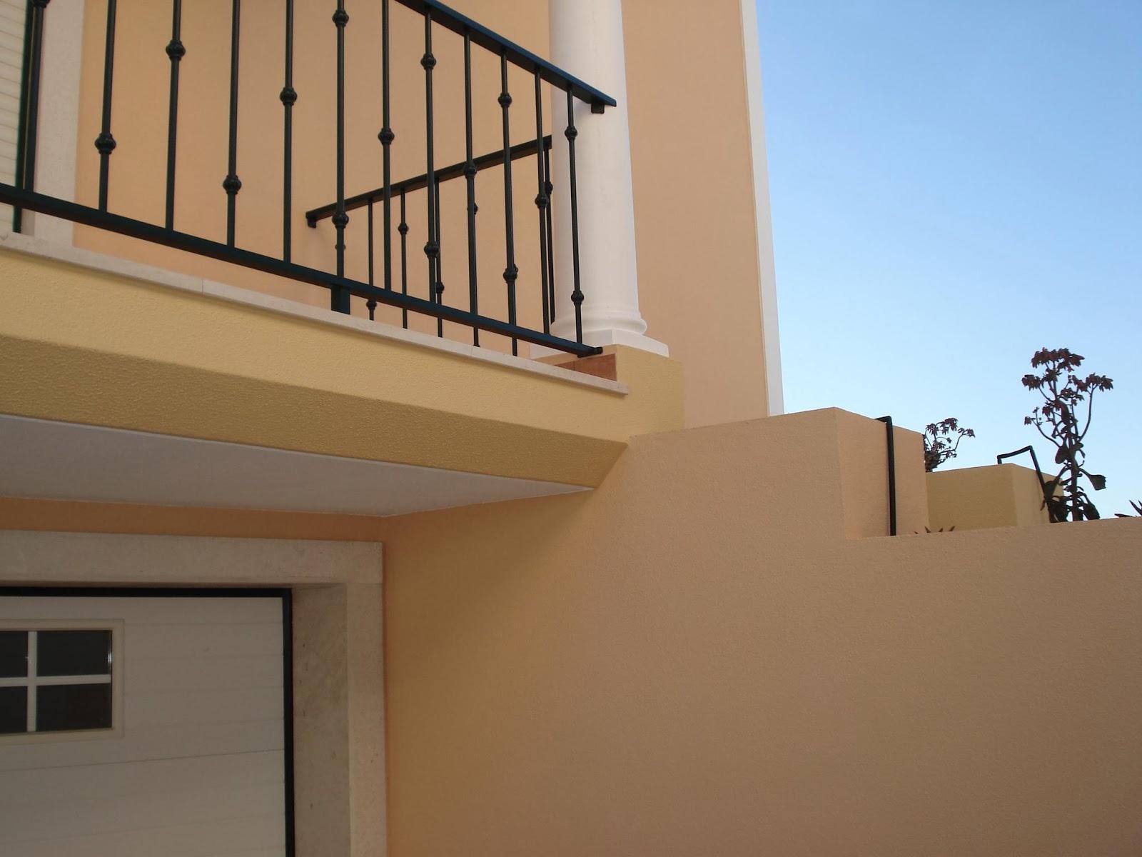 Degradação-de-cor-da-tinta-de-uma-fachada-pintar-a-casa