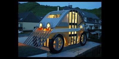 Rumah Unik Berbentuk Mobil