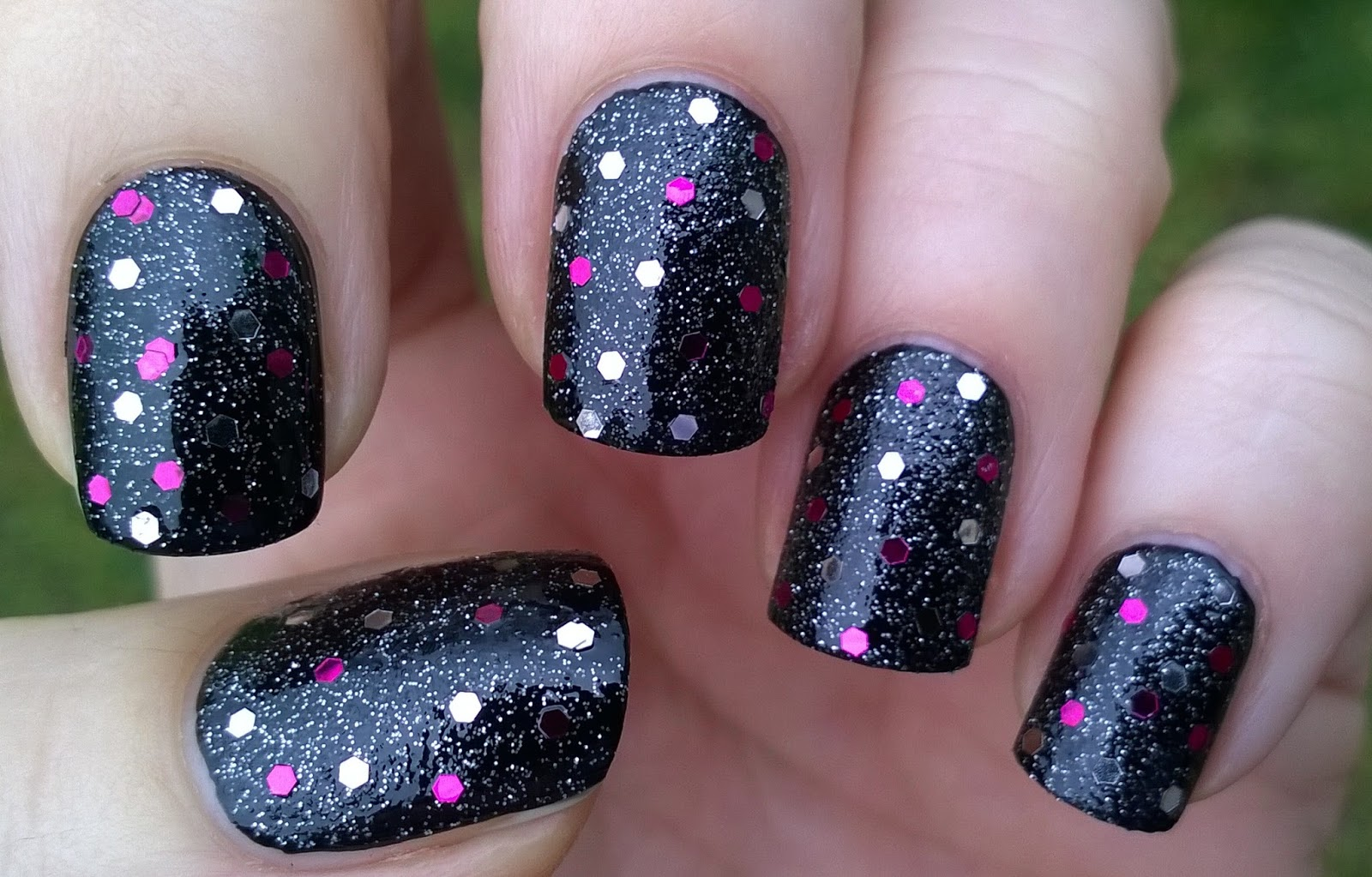 Life World Women: Black Glitter Nails For New Year\'s Eve - Happy New ...