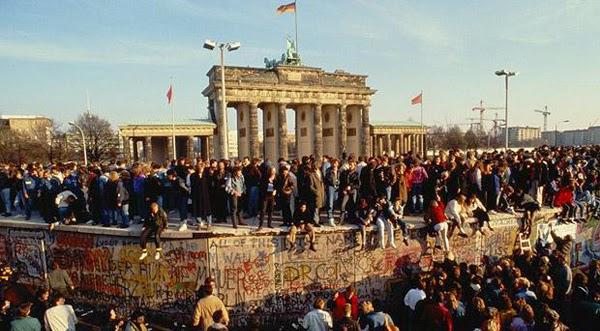 Tường Berlin: Biểu tượng Chiến Tranh Lạnh và sự phá sản của Chủ nghĩa Cộng sản