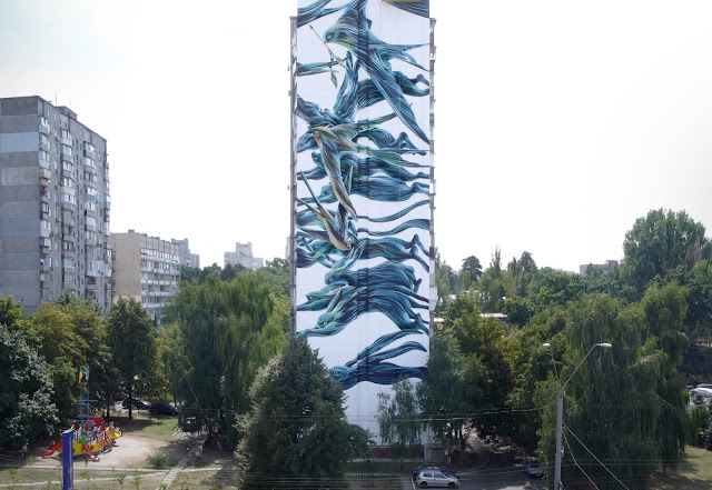 Our friend Pantonio just sent us a series of nice pictures from his newest offering to the streets of Kiev in Ukraine.