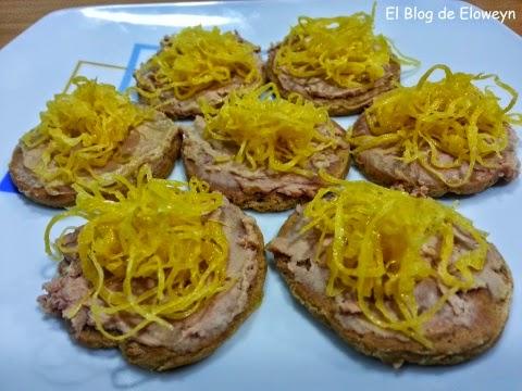 Canapés de Foie y Huevo Hilado