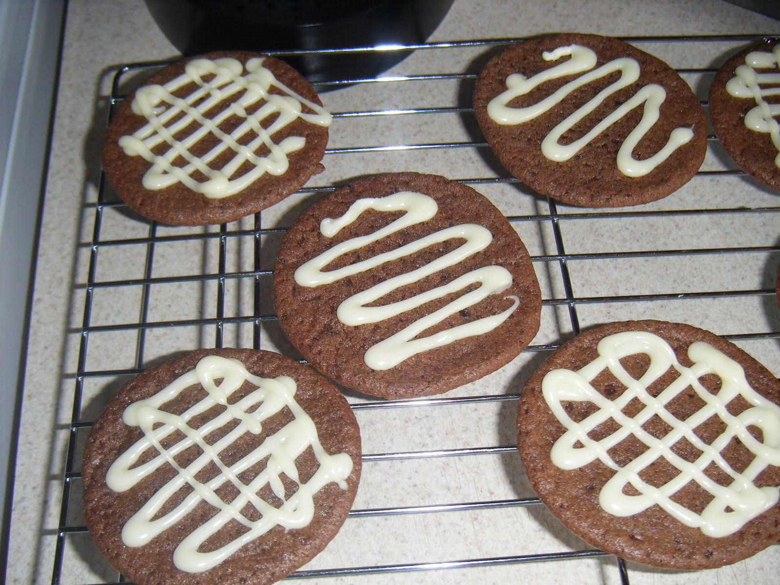 http://3.bp.blogspot.com/-RMyZp94f_Yk/TjmS8G8BKzI/AAAAAAAAAHI/2fVoAJ94OiU/s1600/Double+chocolate+cookies+4.JPG