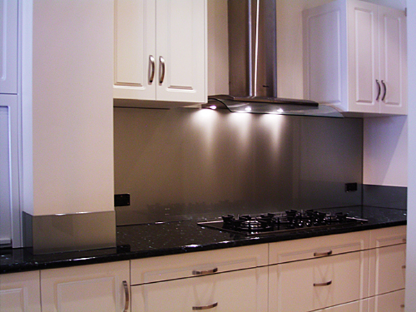 Stainless steel kitchen splashback the kitchen design for Splashback kitchen designs