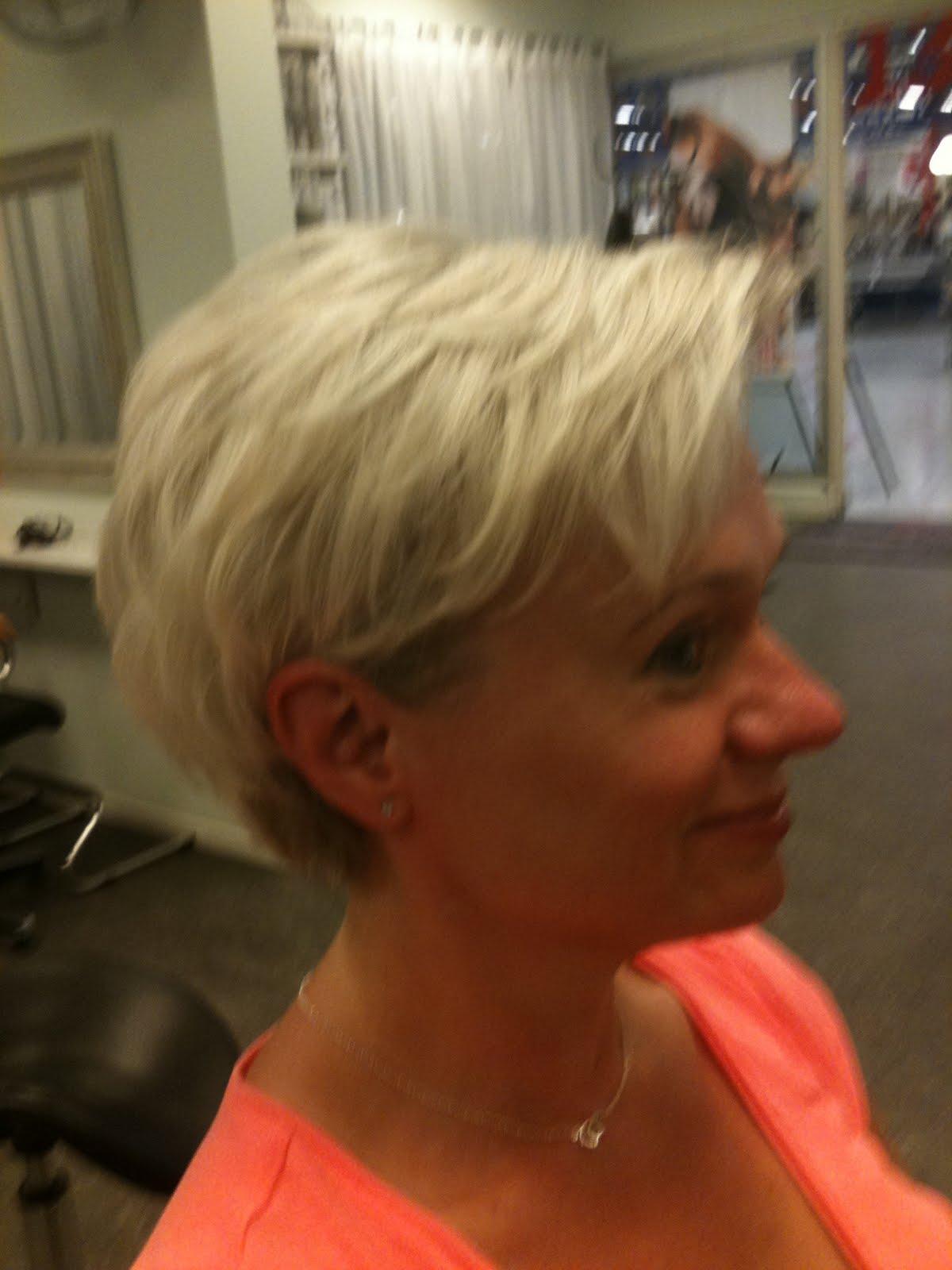 korta frisyrer äldre kvinnor