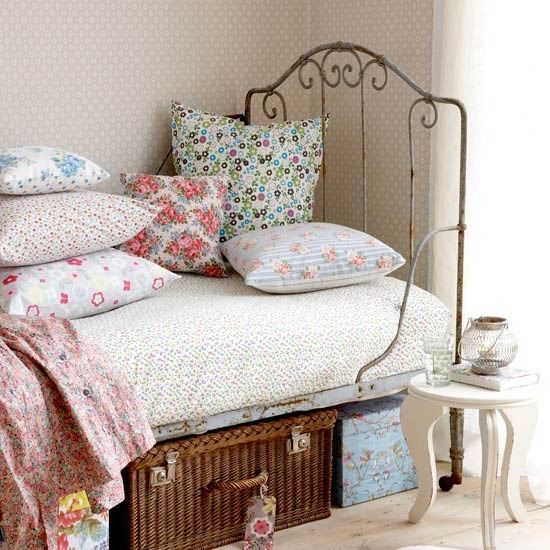 Vintage style for kids bedrooms for Antique style bedroom ideas