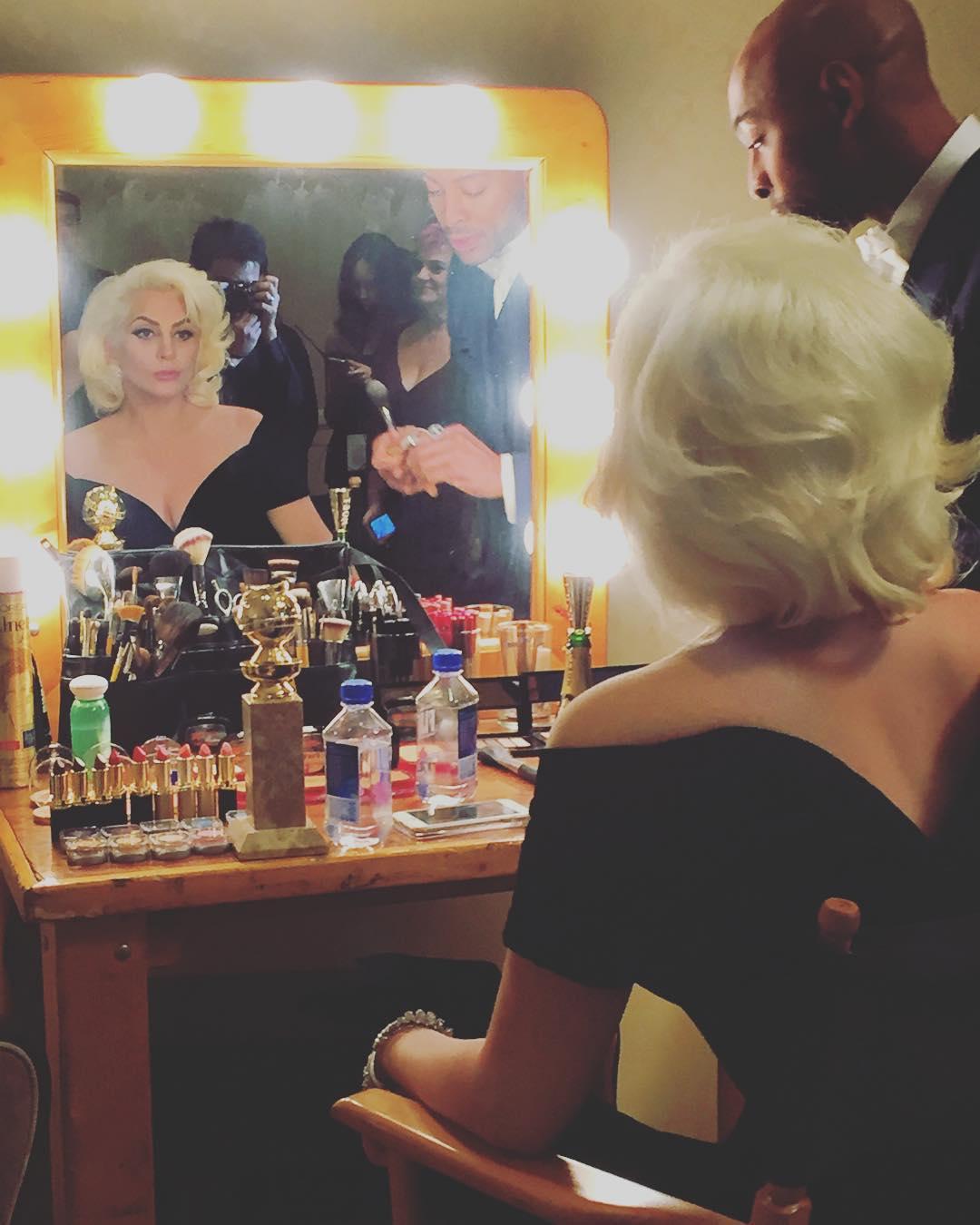 """Fotos + Video: Lady Gaga en el backstage de los """"73rd Golden Globe ..."""