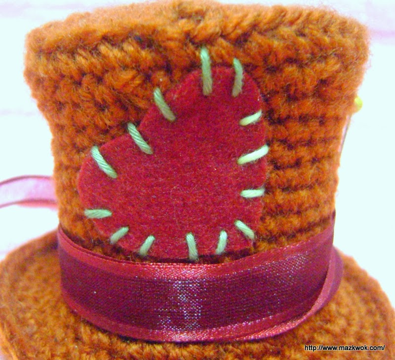 Amigurumi Top Hat Pattern : Cut a heart shape felt, sew on hat to make a patch. Wind a ...