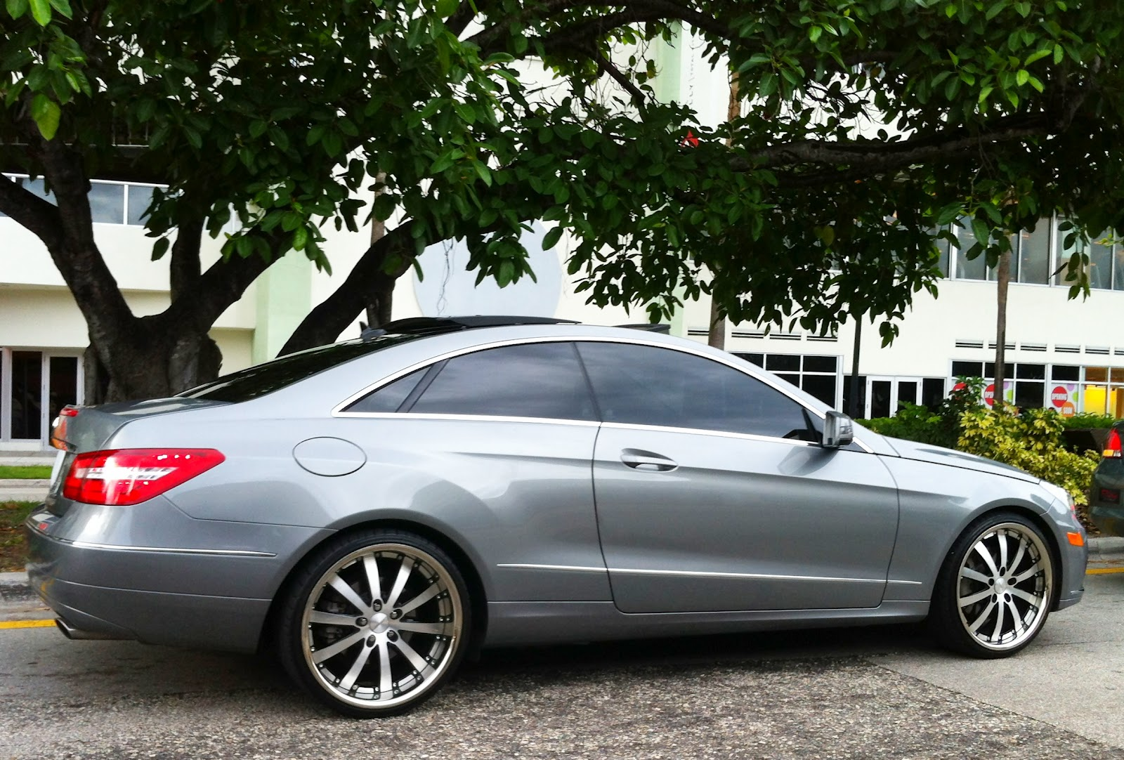 Silver gray mercedes benz e550 with custom rims exotic for Mercedes benz with rims