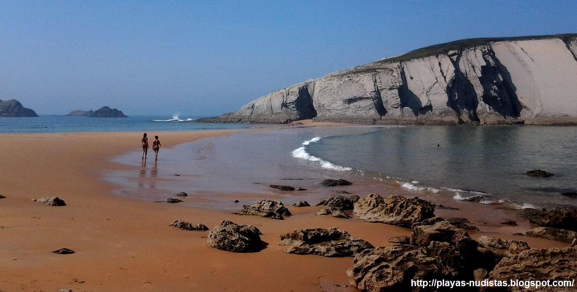Playa nudista Covachos (Cantabria, España)