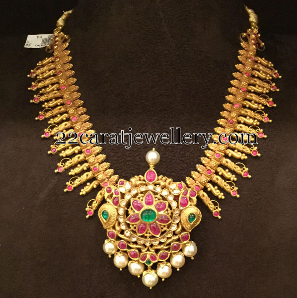 Gold Set by Tikkle Road Bombay Jewellery
