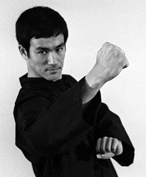 Bruce Lee Backfist