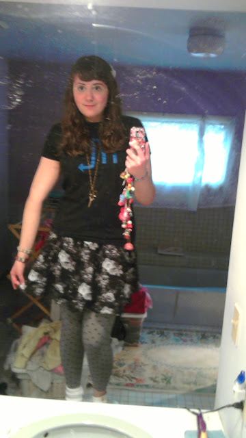 pizza-kei cute pizza kei homestuck outfit ootd vriska serket t-shirt shirt bow floral black skirt gray flowers grey polka dots dotted leggings red cowboy boots white bow saints bracelet gold scissors necklace fashion