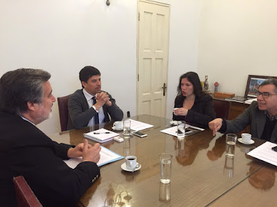 Alianza entre senador Alejandro Guillier y Colegio de Periodistas busca redistribuir avisaje estatal hacia regiones