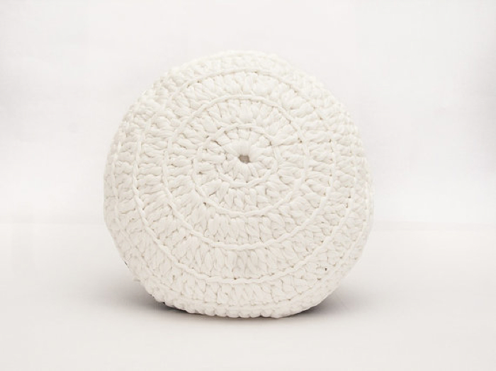 white pouf crochet