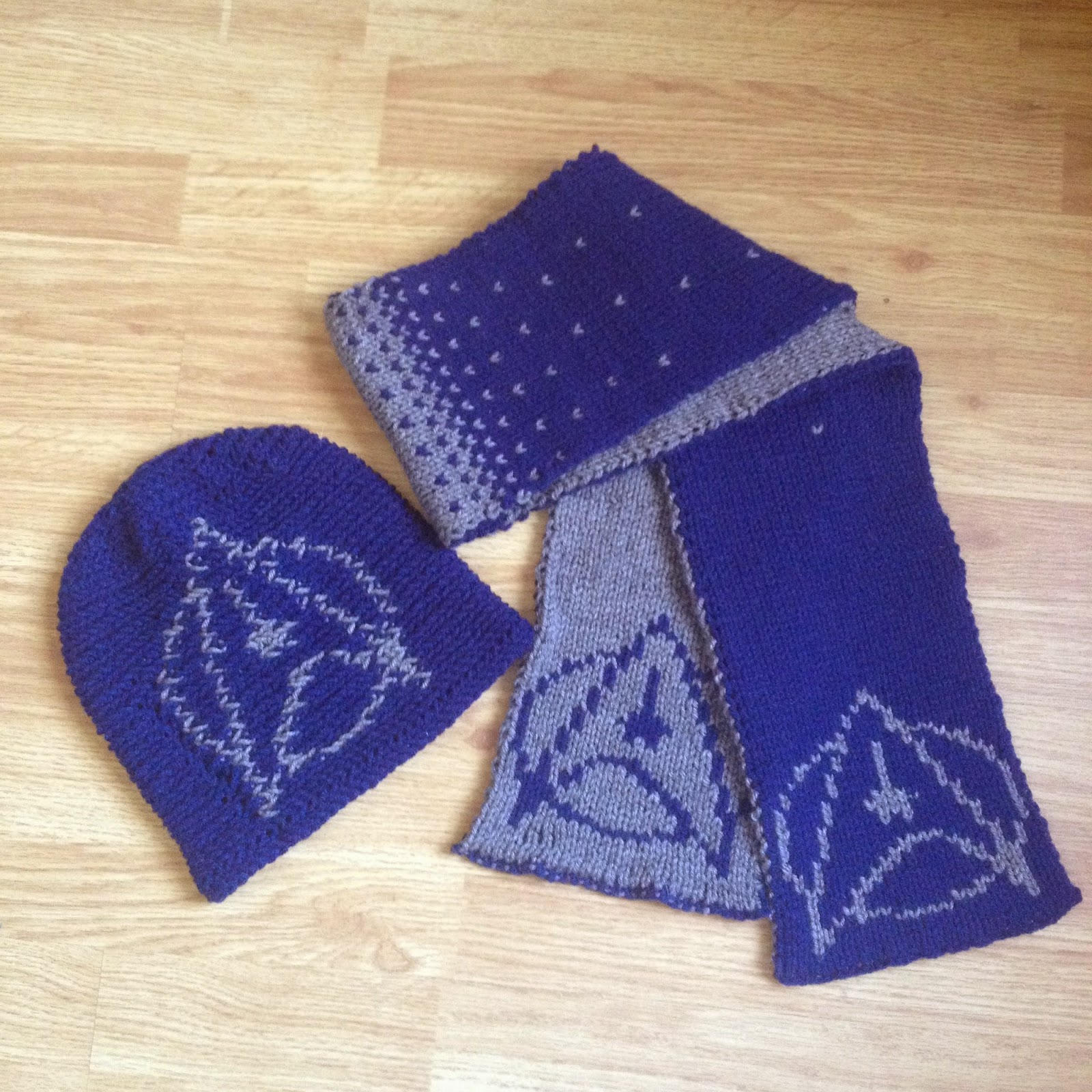 Knitting Patterns Hat Scarf Combination : WoollyRhinoCrafts: Star Trek Starfleet Insignia Hat ...