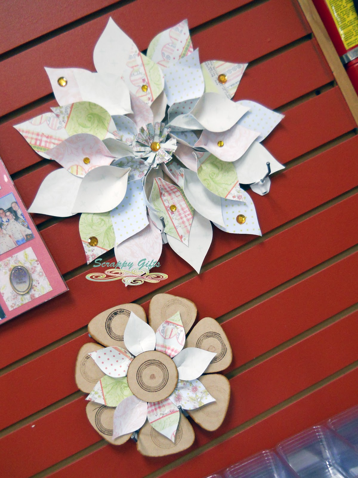 How to scrapbook flowers - Wall Flowers