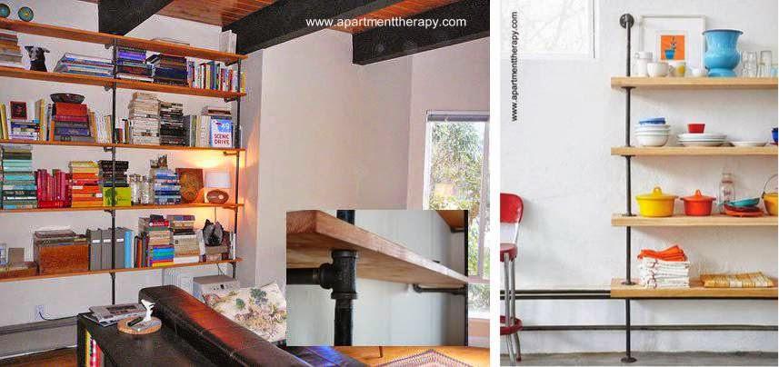 Estantería a la pared con estructura de caños de fontanería y tablas de madera
