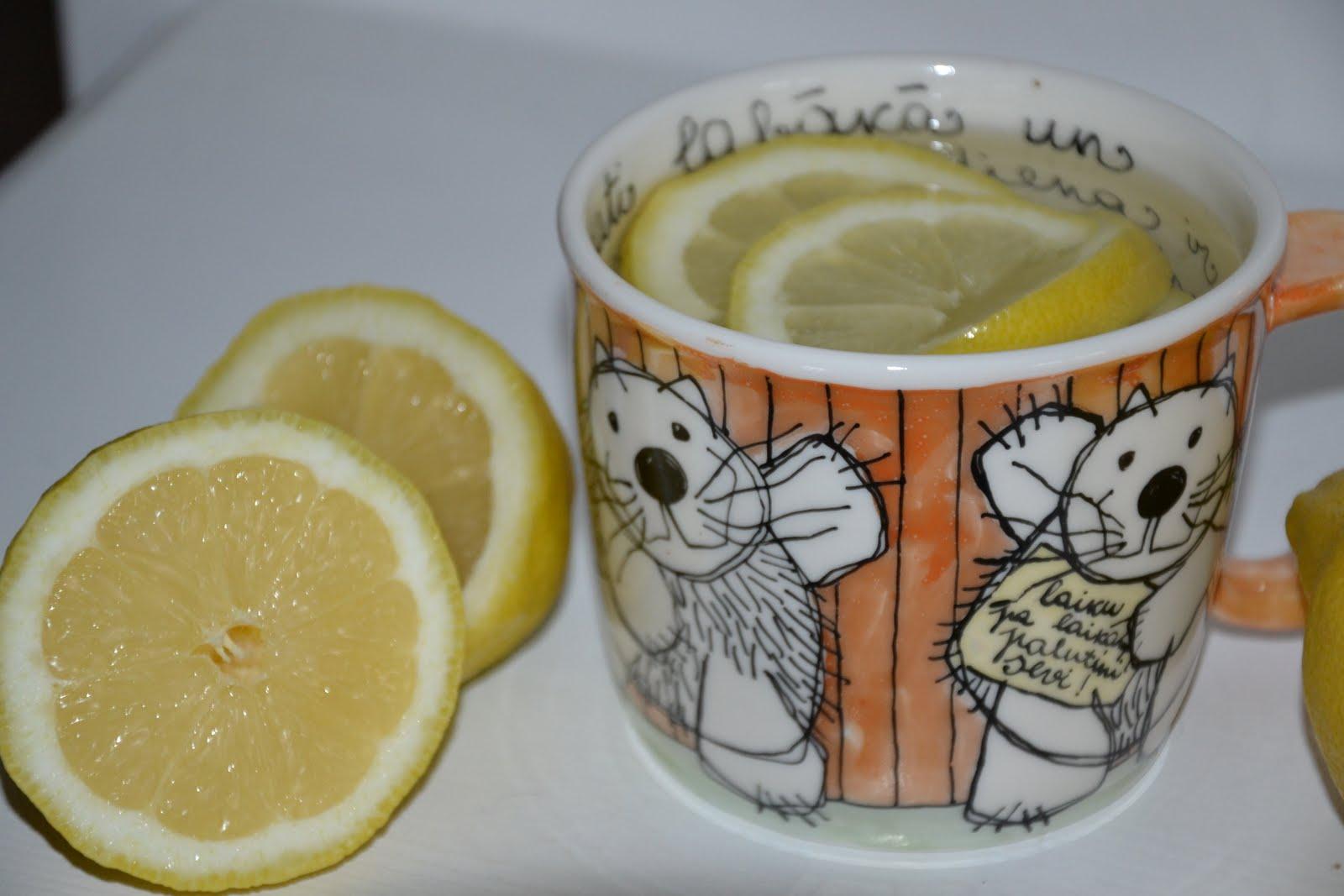 drikke sitronvann på morgenen