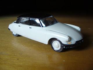 coche miniatura citroën DS 19 tiburón a escala 1:43