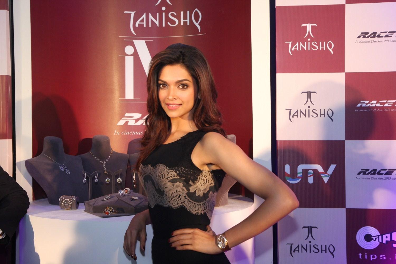 http://3.bp.blogspot.com/-ROzgoAonoc4/UPzJbf6_eRI/AAAAAAAAZvM/24ldxW9WTas/s1600/Deepika_Tanishq+%25283%2529.jpg