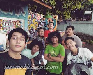 Foto Jho Rizki dengan pemain Anak Jalanan RCTI