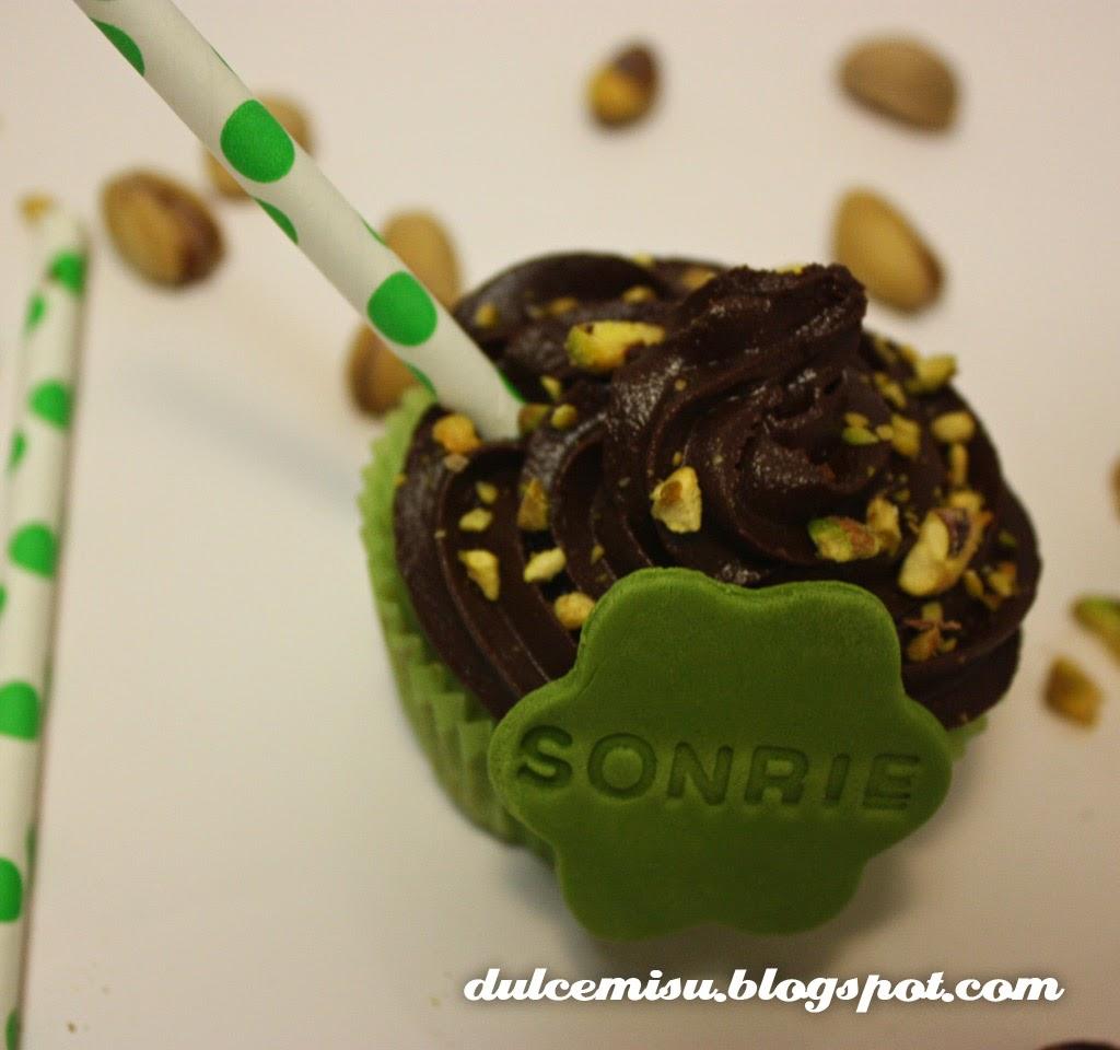 cupcake, pistacho, chocolate, buttercream, fondant, dulcemisu