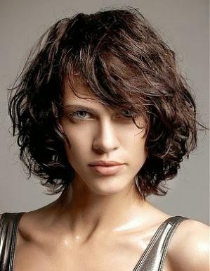 Model Rambut Keriting Pendek 2