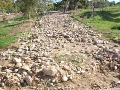 Τμήμα αρχαίας αμαξιτής οδού έφερε στο φως αρχαιολογική έρευνα στην παραλία του Μεγάλου Καβουρίου