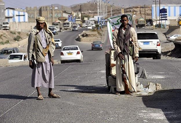 Yemen Rebel Offensive Slowed by Raids