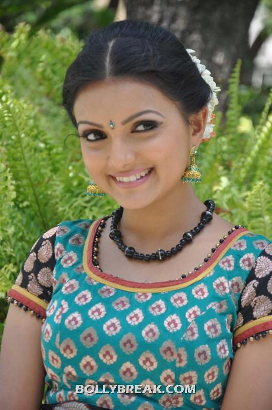 Saranya mohan looking good in a Traditional dress - Saranya Mohan  village girl New photo shoot